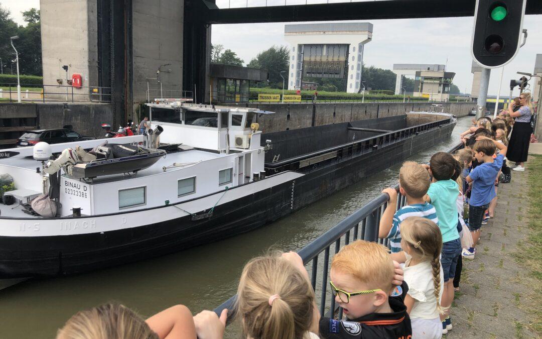 Het Amsterdam-Rijnkanaal centraal